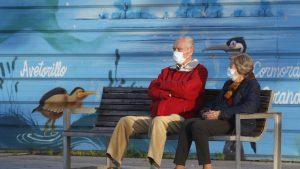 Las mascarillas siguen siendo obligatorias en la vía pública. / JUAN AYALA